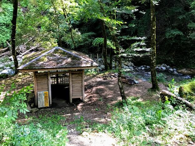 赤西渓谷の東屋