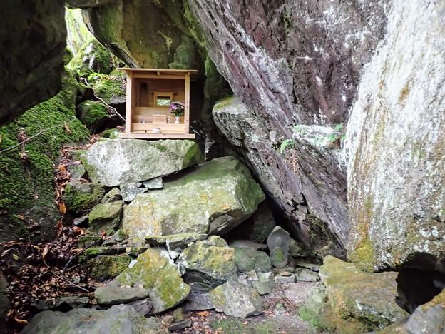 経盛隠棲の洞窟