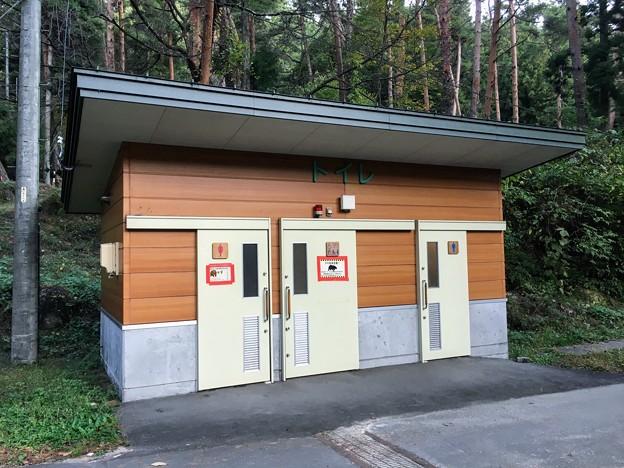 御座松キャンプ場のトイレ