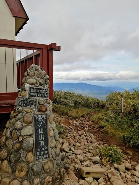氷ノ山山頂の碑