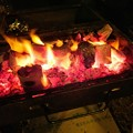 Photos: 炭で焚火