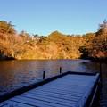 穂高湖の桟橋が雪化粧