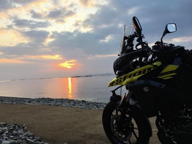Photos: 丸山海岸の日の出