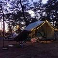 夕暮れのキャンプサイト