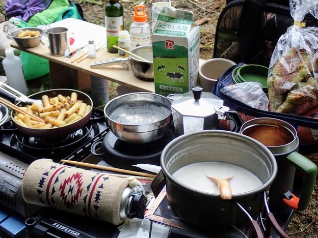 朝食のキャンプ飯