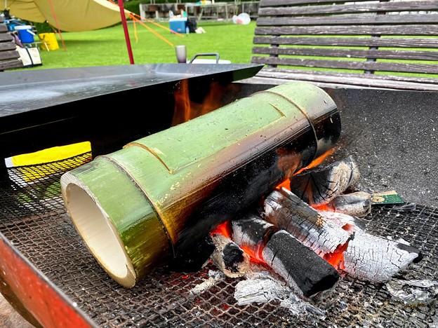 竹の切り株で炊飯