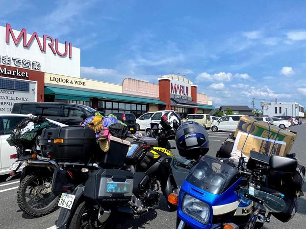 津山市内のスーパーに集合