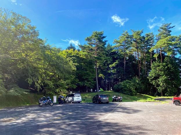 後山キャンプ場 駐車場 と 第一サイト