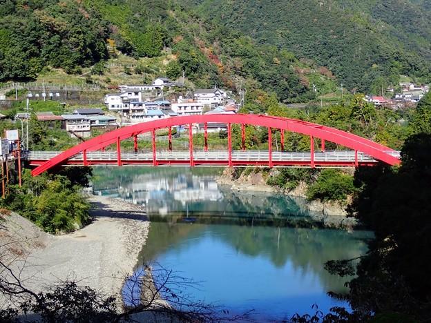 十津川温泉郷の赤い橋