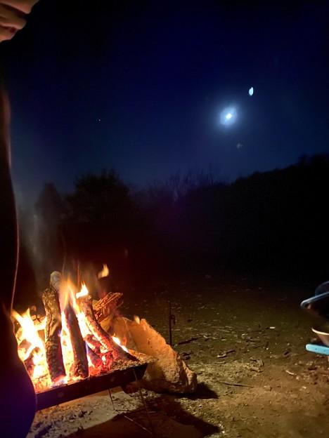 月夜の焚火