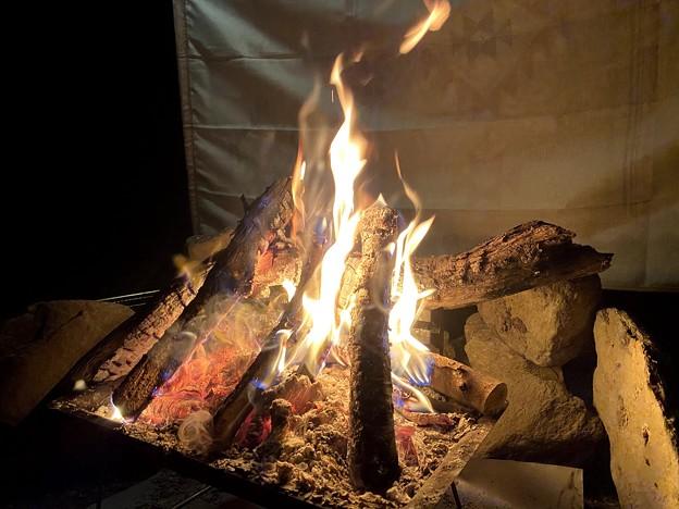 キャンプに焚火は外せません