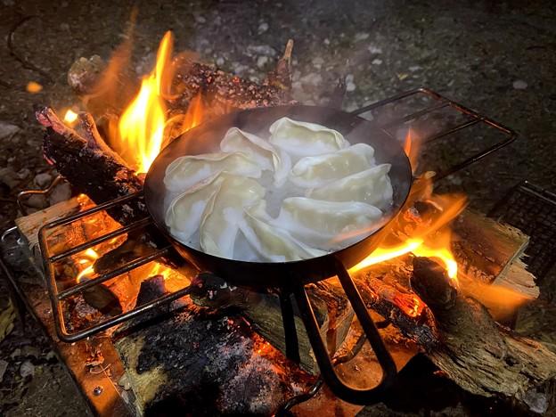 キャンプ飯は餃子