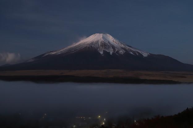 夜明け前の霧
