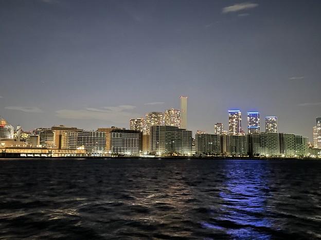 闇に沈む都市
