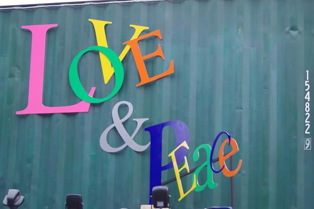 Photos: 「愛と平和をあなたのもとへ…」