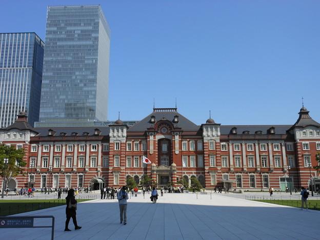 東京駅・駅前広場から東京駅を臨む