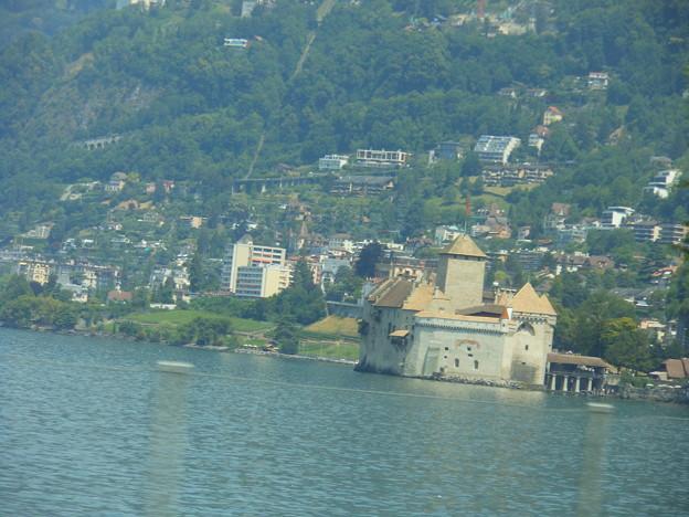 スイスの鉄道の車窓から~レマン湖・シオン城