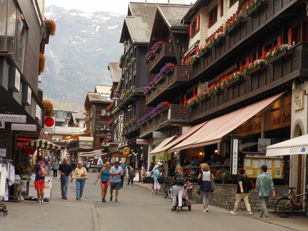 スイス・ツェルマットの駅前通り