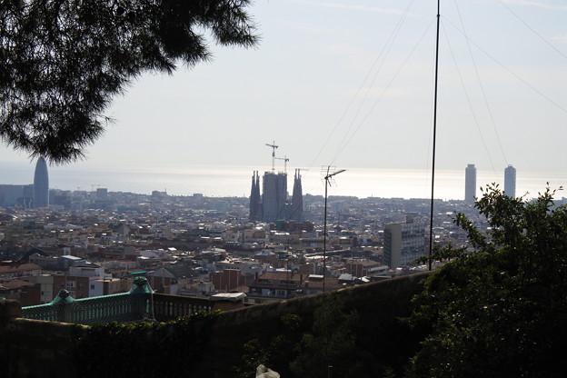 バルセロナ*グエル公園から見たサクラダ・ファミリア