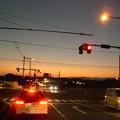 日暮れの信号機