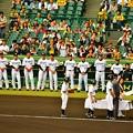 写真: 試合前の表彰式