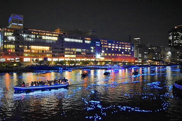 幻想的なブルーの光