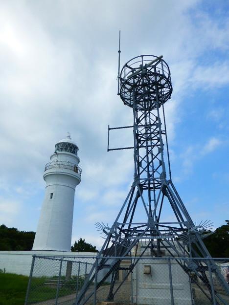 沖行く船を照らし続ける潮岬灯台
