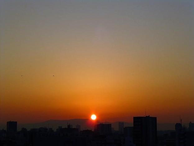 写真: 朝焼けと朝日