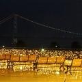 写真: 明石海峡大橋のライトアップ
