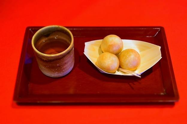 Photos: 焼きたてのつぶら餅@たねや日牟禮茶屋