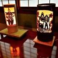 写真: ひな人形の絵柄の竹灯籠