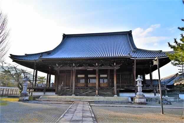 大きな屋根が特徴の弘誓寺 本堂