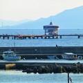 写真: 須磨海岸沖に位置する 須磨海づり公園