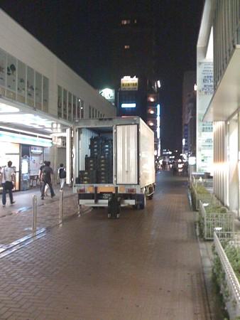 2008年8月4日小田急線鶴川駅前