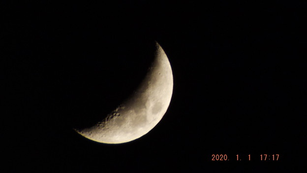 2020/01/01(水・祝)のお月様