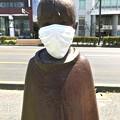 0507_マスクをする野外彫刻