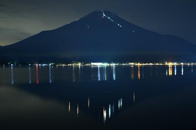 富士山に浮かぶ光の一文字