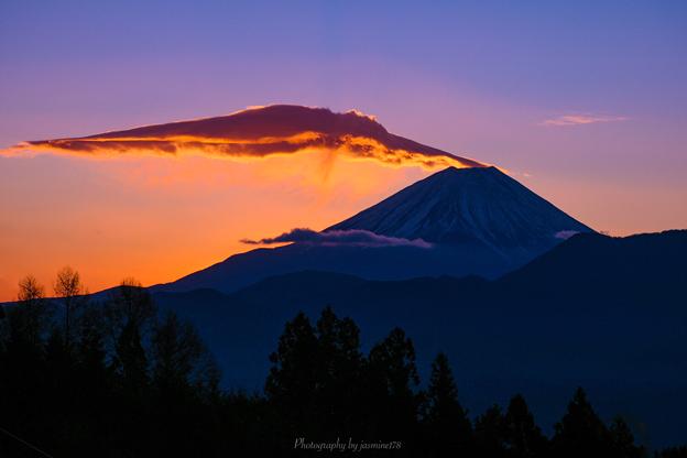 吊るし雲の朝焼け