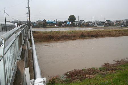ウチの裏の川もそこそこ増水してました(^^ゞ