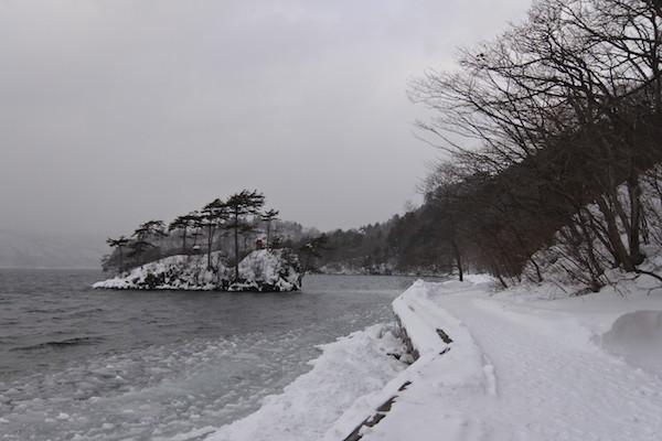 雪景色の十和田湖畔へ