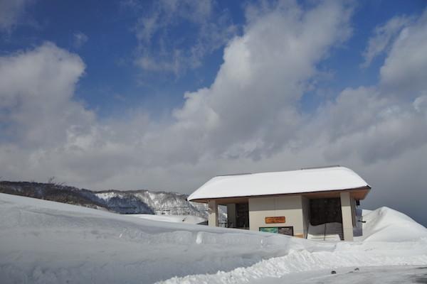 発荷峠の展望台は閉鎖されていました。