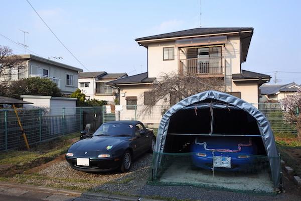長男が洗車したVR-Bとテントガレージ内のマリナーブルー