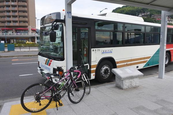 尾道駅前からサイクル エキスプレスというバスに乗る