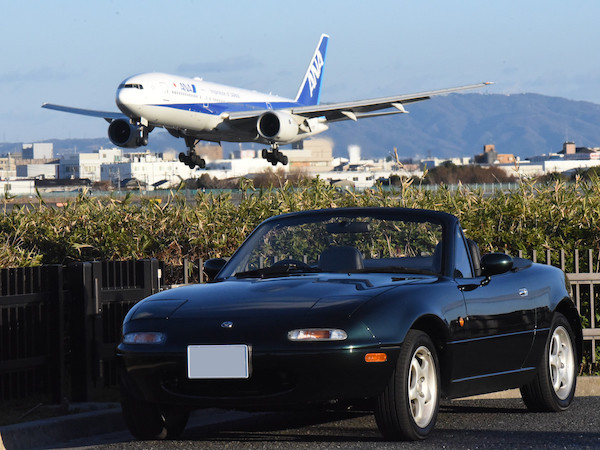 飛行機と車を一緒に撮るのは難しい
