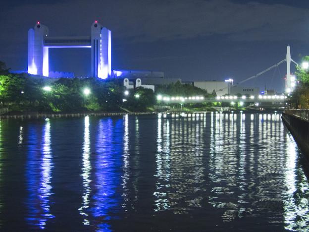 青い名古屋国際会議場