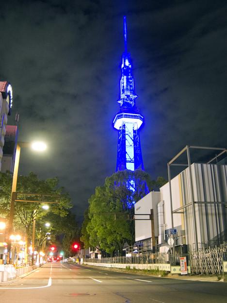 青い名古屋テレビ塔