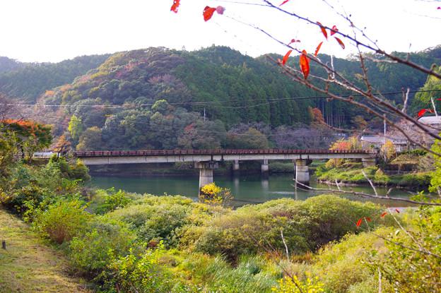 休場ダム湖の橋