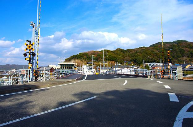 Photos: 手結港の跳ね橋手を通過しました。