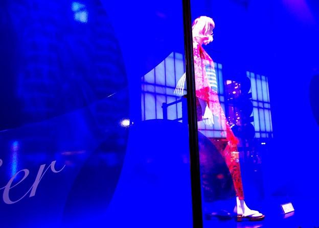 19日付ピックアップ写真!「 新宿2」テルさんありがとう!しかも大手投稿サイト「壁紙館」でも別作品が同じ19日付人気1位!驚いた!