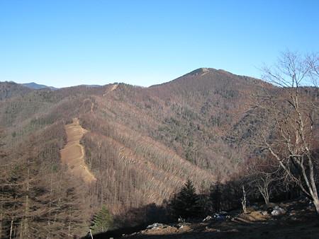 七ツ山山頂から望む雲取山